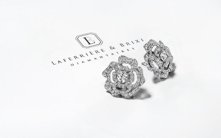 Boucles d'oreilles en forme de fleur avec diamants