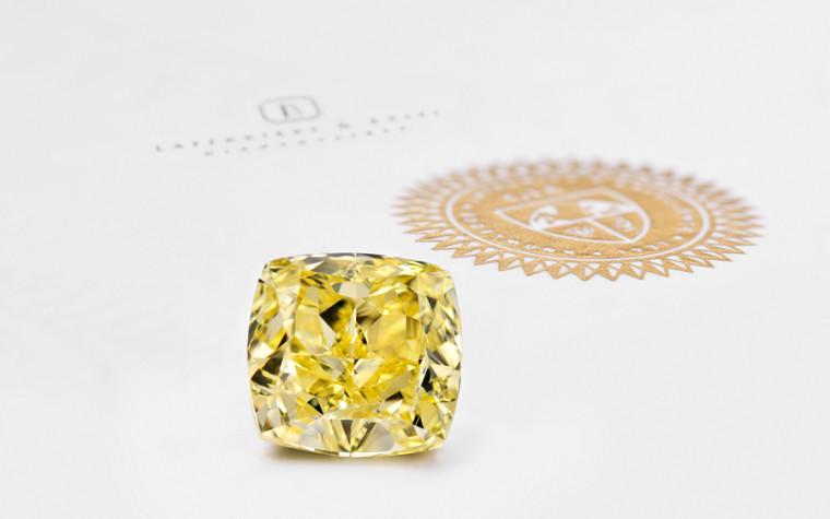 diamant jaune avec certificat et logo